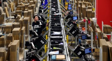 Amazon is hiring 2.8k workers per day