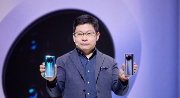 Richard Yu, CEO of Huawei's consumer business unit, announces the Mate 30