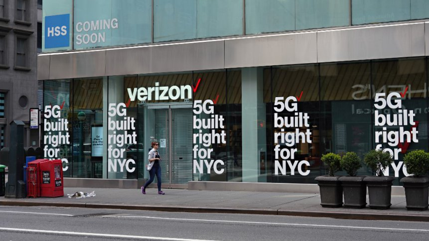 A view of a Verizon store advertising 5G amid the coronavirus pandemic on April 5