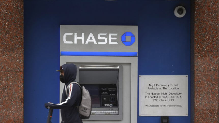 JPMorgan Chase Bank has admitted that a technical bug on its online banking website and app led to the accidental leak of customer data to other customers